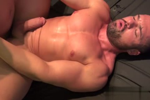 Muscle Bear bare With sperm flow