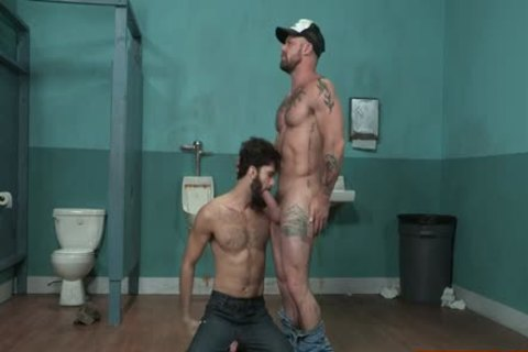 Muscle Bear oral sex-stimulation And Facial sperm
