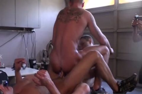 Muscle dilettante threesome With Facial
