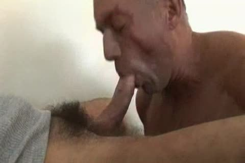 Str.8 Hunk getting his lengthy 10-Pounder sucked in a Motel.