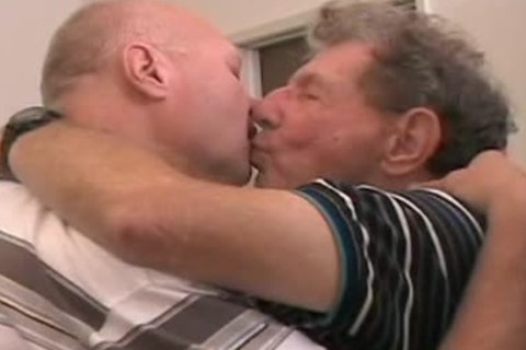 Two daddy mates getting off
