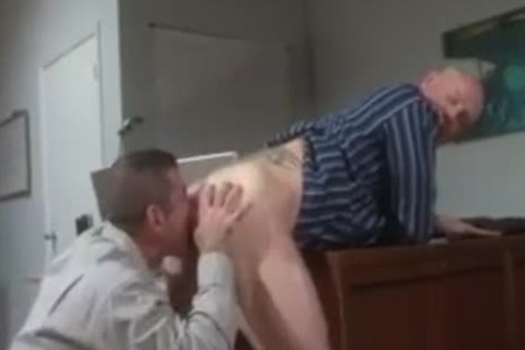 daddy males Giving oral job