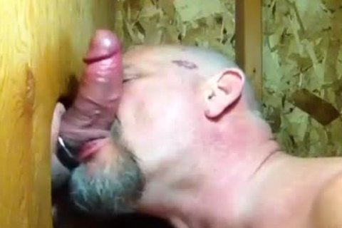 """""""Some boyz Need giving a kiss"""": Bear Sucks 10-Pounder And Makes Out In Gloryhole"""