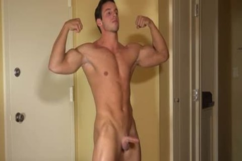 Muscle man Solo Tugging