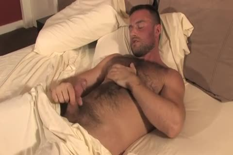 bushy Bodybuilder Solo stroking
