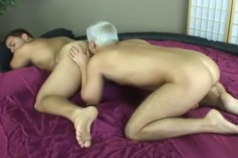Muscle homo males engulfing & drilling