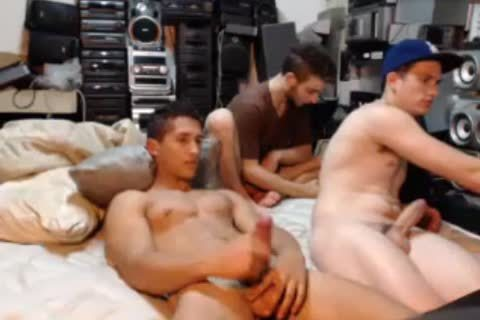 Argentine pumped up lad With large 10-Pounder Cums In A Crystal Glass