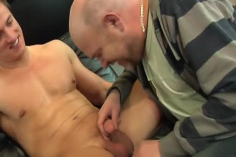 Muscled Euro pooper Rimmed By Bearded daddy