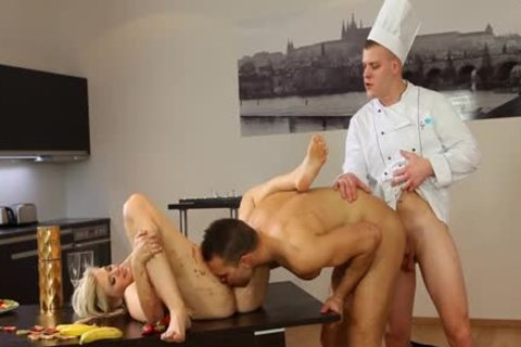 Hunk Facial In bisex three-some