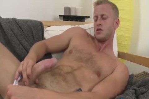 alluring Denis Reed Working Out A Messy Load Out Of his testicles
