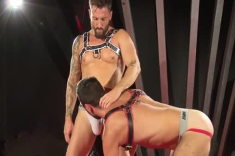 Muscle Bear Domination With cumshot