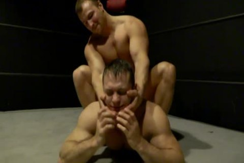 Multiple Kos Of Muscled Blond Wrestlr