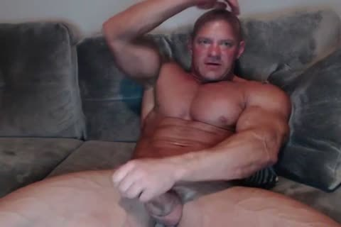 mature Bodybuilder jerking off