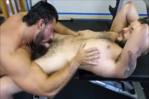 MM Two bushy Muscle Hunks plow unprotected At The Gym