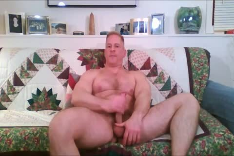 Verbal Dilf Jerks Off On cam