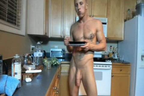 Hung brawny chap Showing Off In The Kitchen
