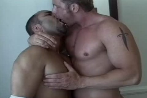 Tanned males enjoy An Intimate moment jointly