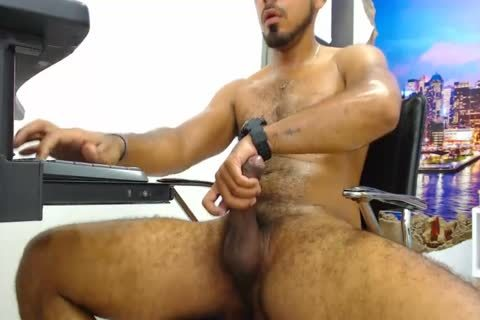 Will - delicious 27yo hairy man From Chile strokes him