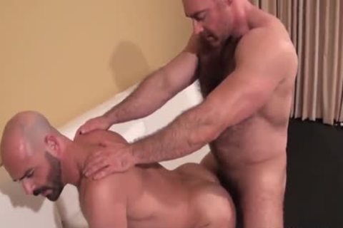 Muscle guy slammed unprotected By handsome shaggy Daddy